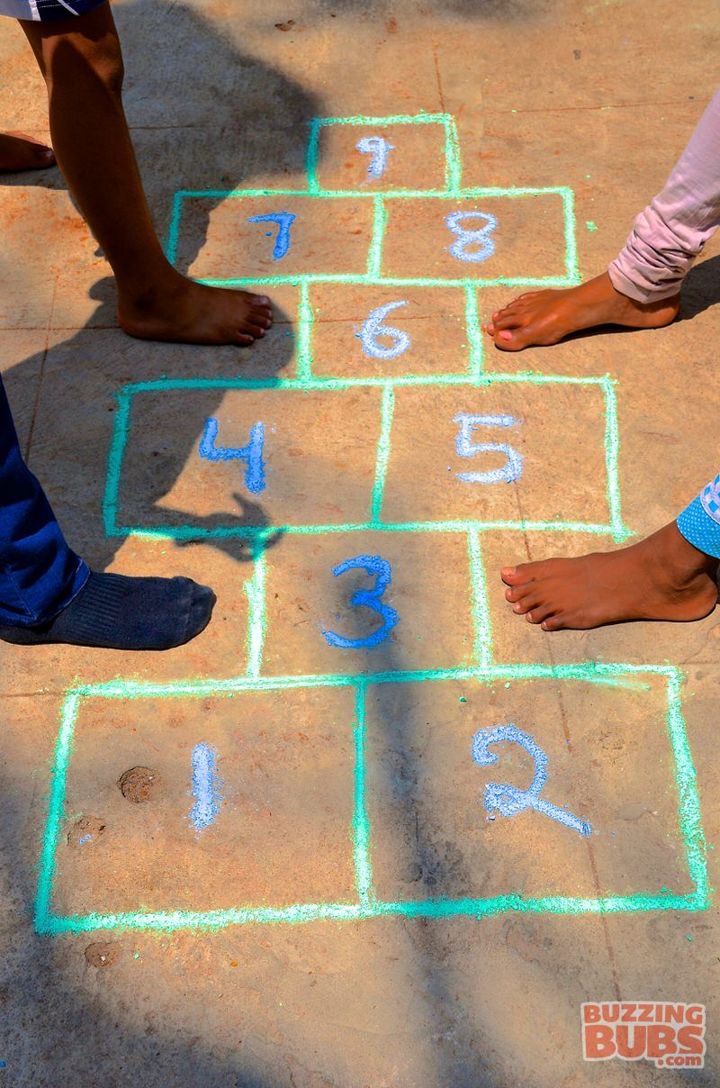 how to play hopscotch game